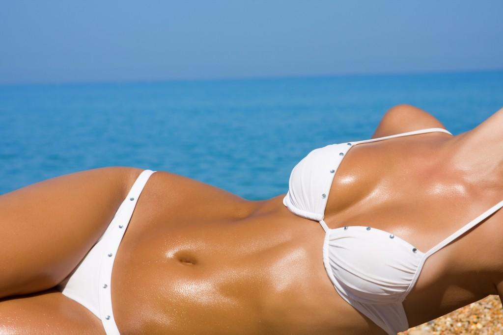 bruine vrouw in zon